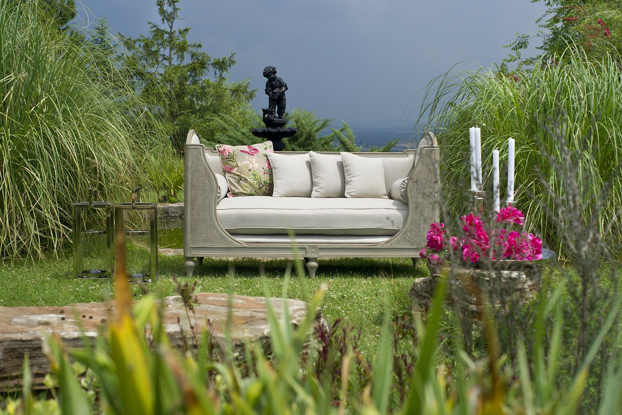 10 landscaping style concepts to improve your home garden.